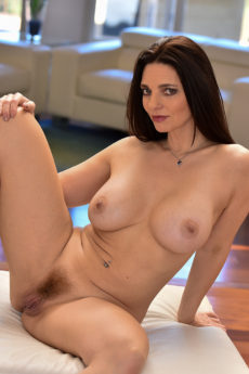 Curvy big tits brunette mom Mindi looks amazing naked